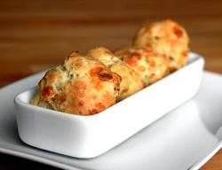 Печенье с сыром и беконом
