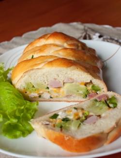 Пирог-плетенка из брокколи и мяса